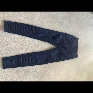 Alo Yoga - navy Moto leggings